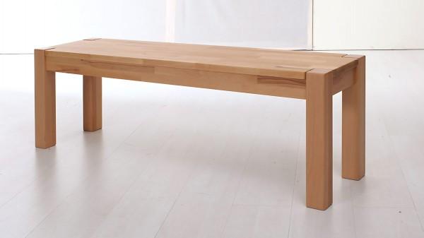 Sitzbank als modernes Massivholzmöbel