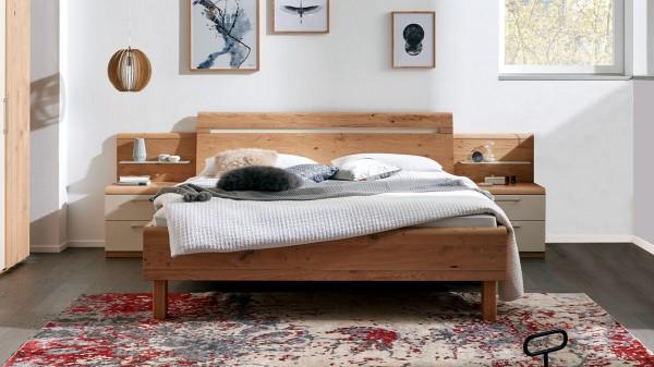 Interliving Schlafzimmer Serie 1013 - Doppelbettgestell mit Nachtkonsolen und Aufsätzen