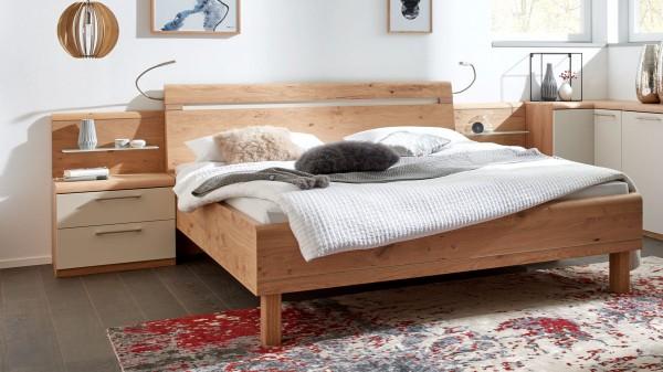 Interliving Schlafzimmer Serie 1013 - Doppelbettgestell mit Nachtkonsolen und Flexleuchten